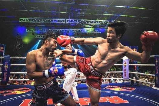 muay-thai-kickboxers