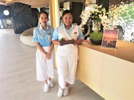 th-pattaya-hotel-veranda-lobby-welcome-drink
