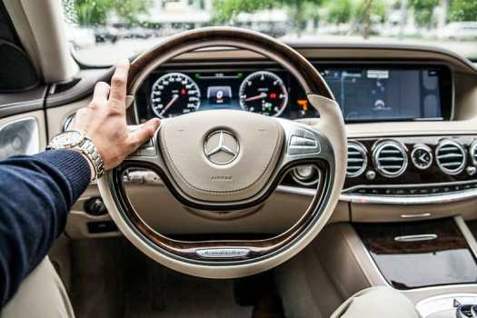 mercedes-benz-steering-wheel-and-dashboardinterior