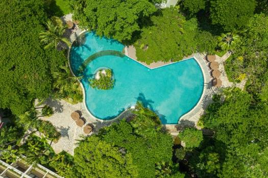 bangkok-wellness-resort-hotel-swimming-pool