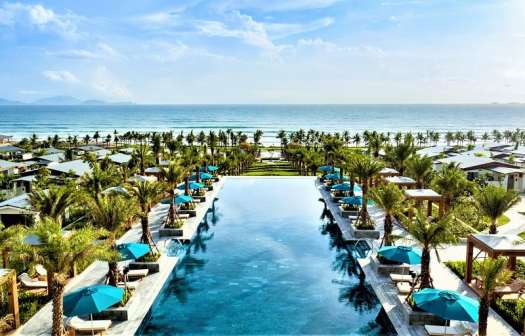cam-ranh-radisson-blu-hotel-swimming pool