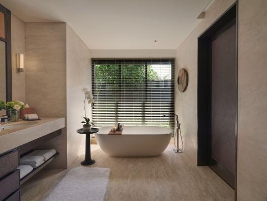 raffles-bali-bathtub