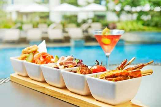 outdoor-pool-lounge-light-bites-served-by-the-swimming