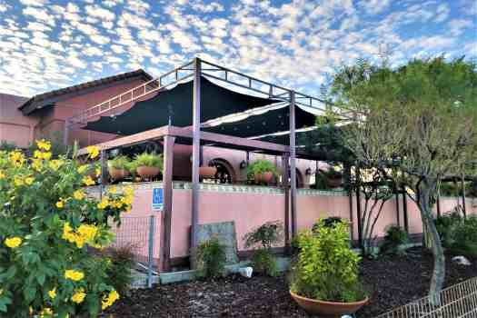 los-barriors-mexican-restaurant-patio