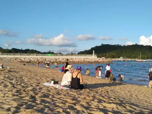 tai-po-lung-mei-beach-beachgoers