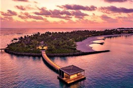 Maldives-Ritz-Carlton Fari-Islands-arrrival-pontoon