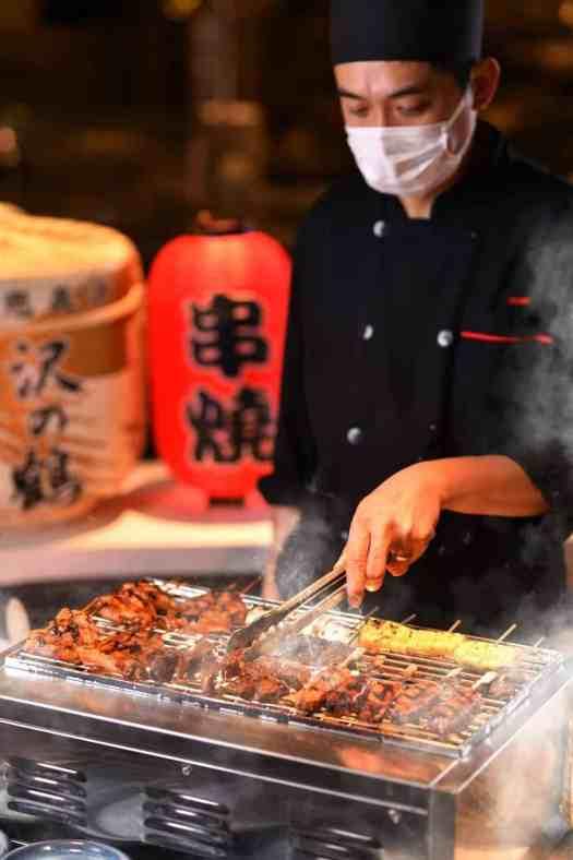 Kowloon-restaurant-serves-tea-buffets-with-robatayaki-station
