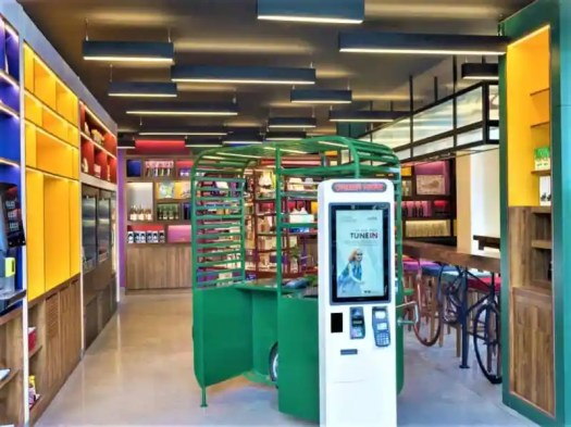 saigon-centre-wink-hotel-food-cart