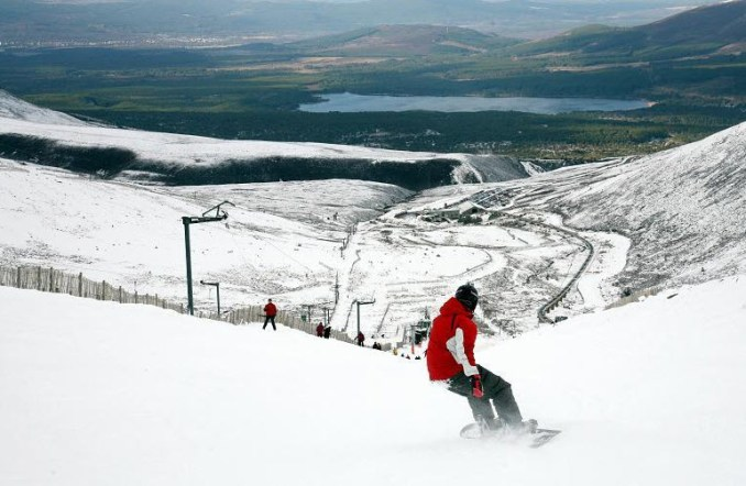 Skiing-In-Aviemore-Scotland