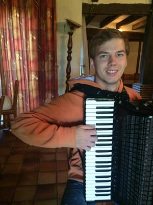 Photo 8: Voltage & Rebound on Piano Accordion