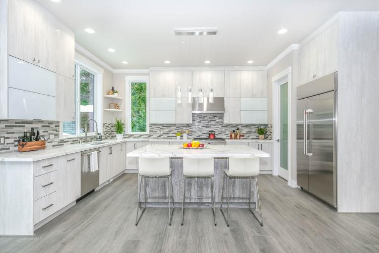 Picture of a kitchen that has been staged beautifully by a professional home stager