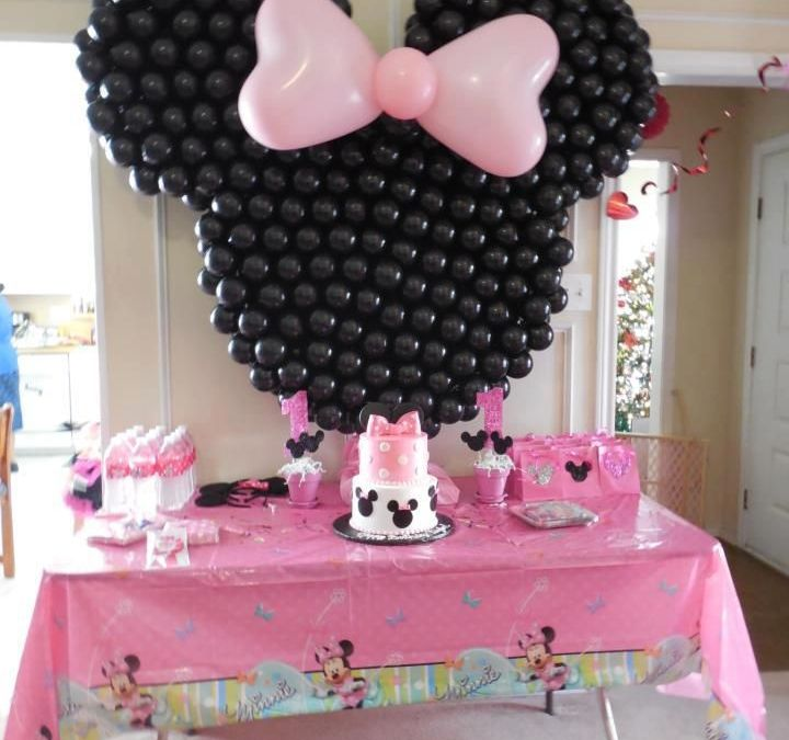 Sur Pinterest Minnie Mouse cake table decor
