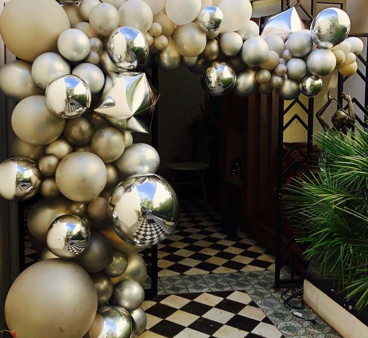 Sur Pinterest Golden garland of latex balloons, mylar balloons and geometric