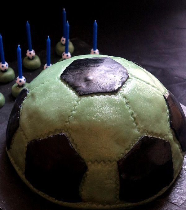 Sur Pinterest Gâteau d'anniversaire, ballon de foot