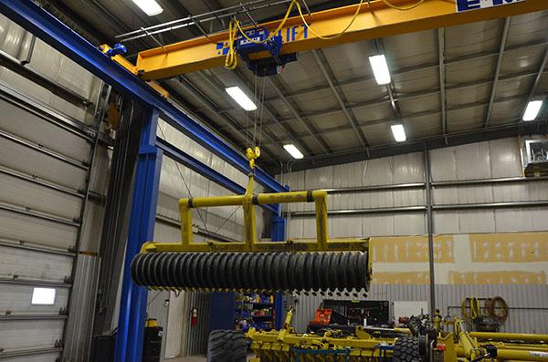 overhead crane specialists workstation jib gantry Regina, Saskatchewan