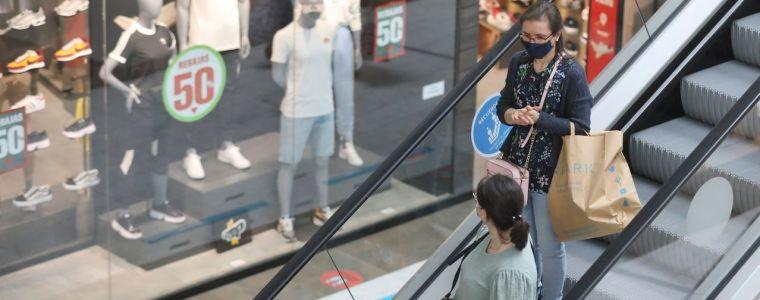 Las ventas del comercio minorista repuntaron en junio casi un 18%