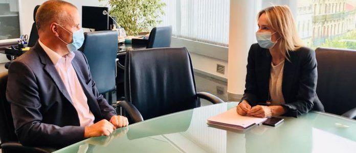 A delegada territorial da Xunta en Vigo, Marta Fernández-Tapias, reúnese cos representantes da CEP e de AJE Vigo