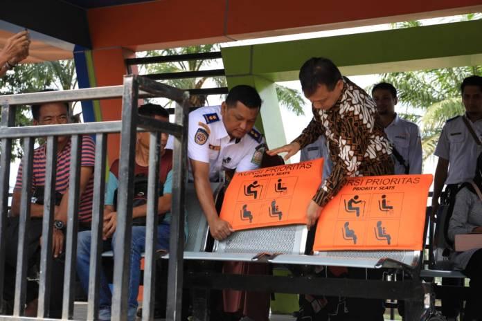 Dishub Aceh Sediakan Kursi Prioritas di Halte Bus Trans Kutaraja