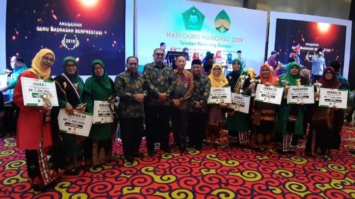 8 GTK Aceh Raih Penghargaan Anugerah Guru dan Tenaga Kependidikan Madrasah Berpestasi 2019