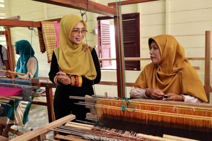 Upaya BI Berdayakan Ekonomi Pengrajin Tenun Aceh Diapresiasi Dekranasda