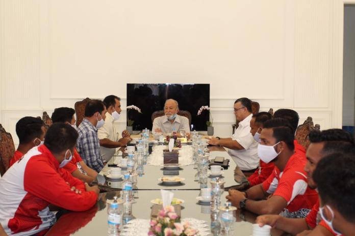 Terima Tim Sepak Bola PON Aceh di Meuligoe, Ini Pesan Wali Nanggroe