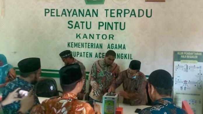 ASN Kemenag Aceh Singkil Berinfak Rp1.000 per Hari untuk Bantu Masyarakat yang Membutuhkan