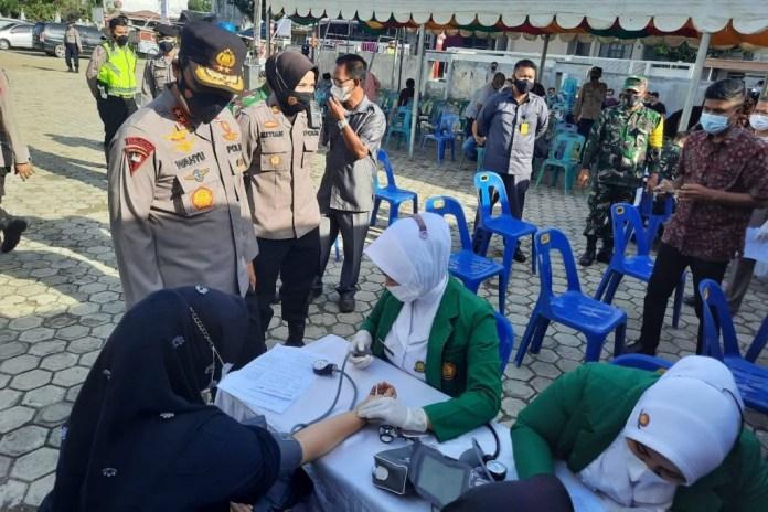 Kapolda Aceh Tinjau Vaksinasi di Masjid Lueng Bata, Apresiasi Antusiasme Masyarakat