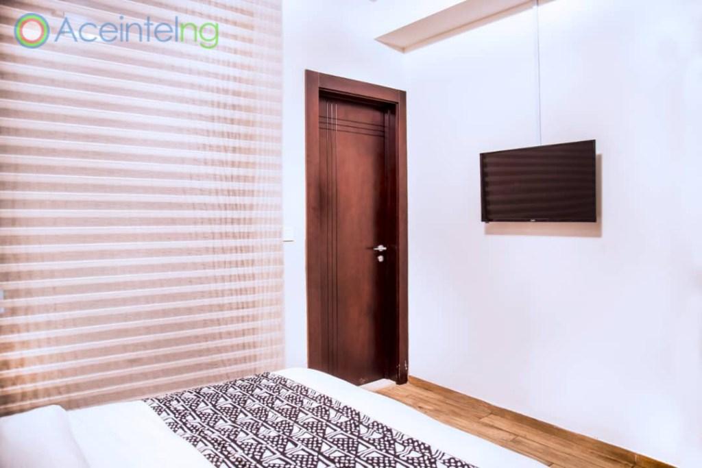 2 bedroom apartment for short let in Eko atlantic city - room tv