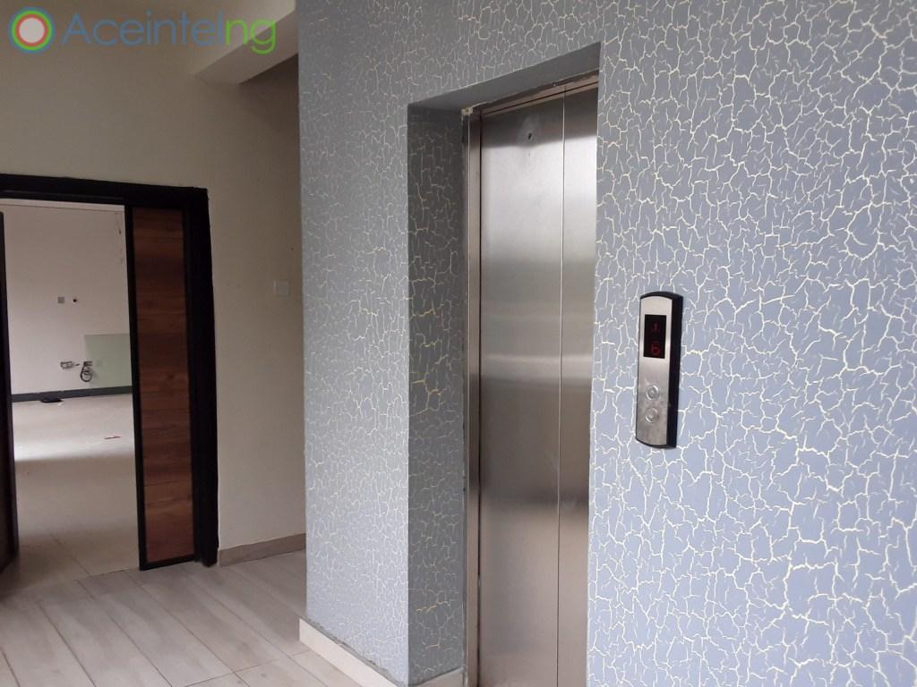 3 bedroom flat for sale in Ikoyi Lagos Nigeria - Elevator