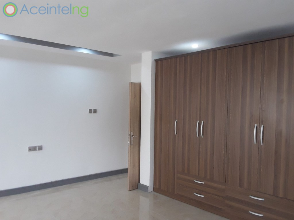 3 bedroom flat for rent in Ikoyi Lagos Nigeria - Wardrobe