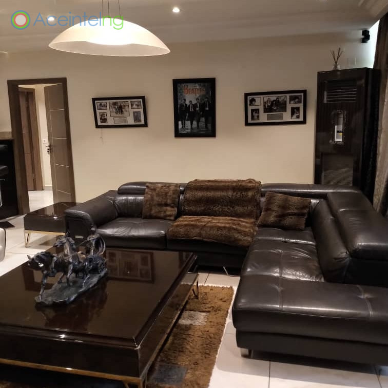 3 bedroom flat for short let in 1004 VI - Living room