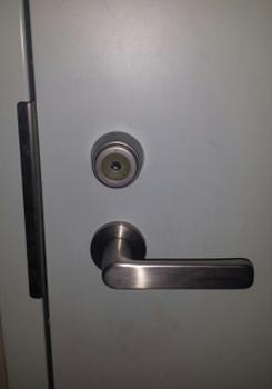 一戸建て・一軒家玄関 鍵開け・鍵解錠