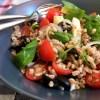 insalata di farro, con bis di pomodori, olive nere e pecorino
