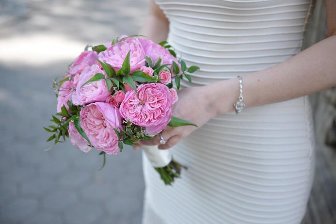 pink-garden-roses-bridal-bouquet