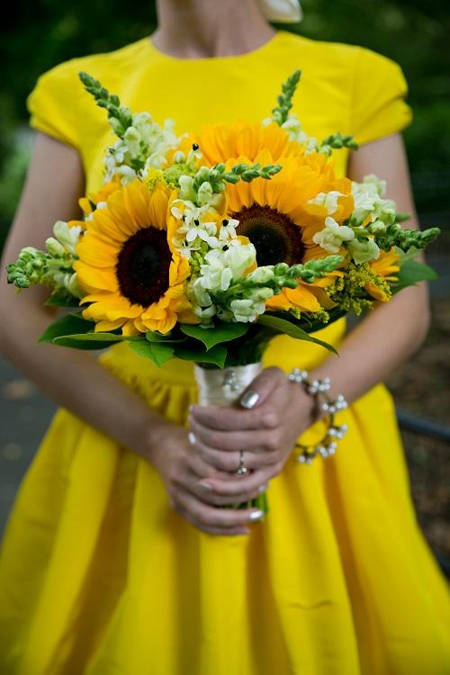 Sunflower bridal bouquet a central park wedding get married in nyc sunflower bridal bouquet junglespirit Images