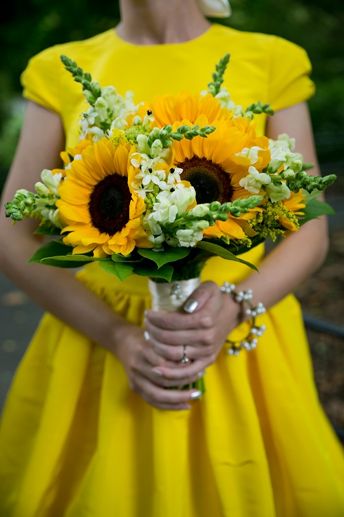 Wedding flower ideas for outdoor weddings sunflower bridal bouquet junglespirit Images