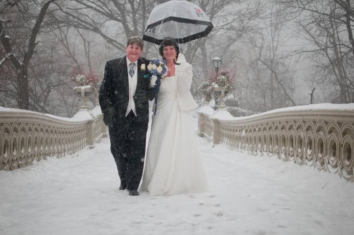 winter-wedding-bow-bridge-central-park