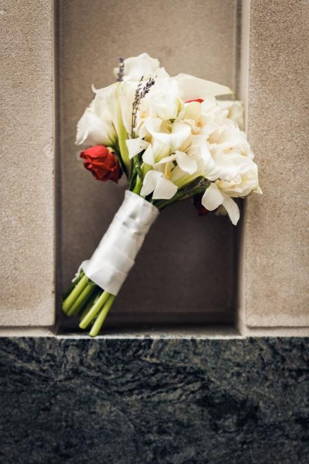 white-wedding-bouquet-red-accent