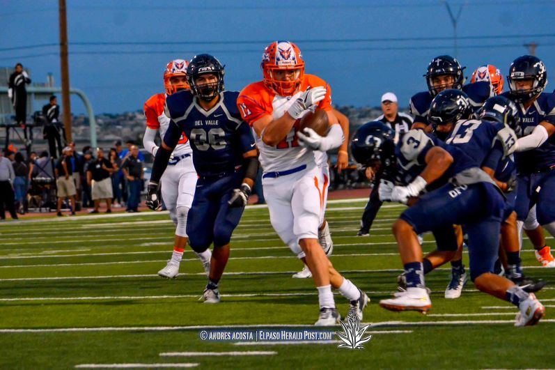 Senior Running back #11 Aaron Moya Canutillo Eagles at Del Valle Conquistadores in a district 2-5A showdown at Conquest Stadium