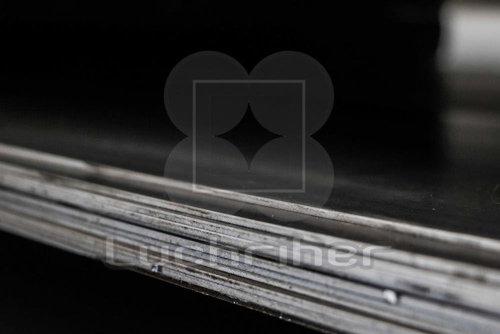 Acero D2, Acero especial de alto contenido de carbón y cromo, de máxima resistencia a la deformación y buena resistencia al desgaste