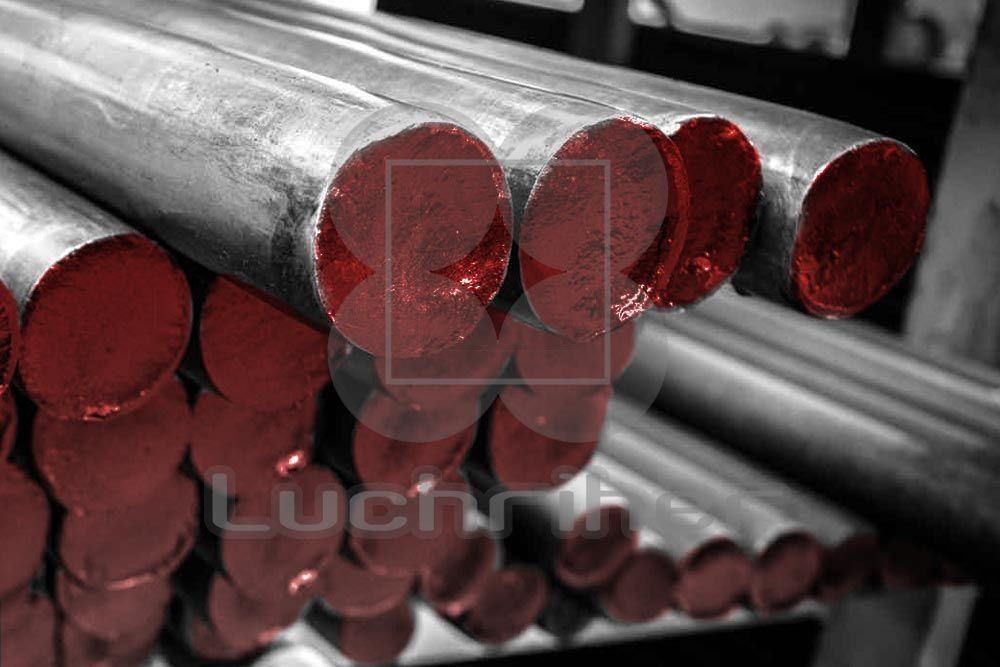 El Acero H13 es un acero de temple al aire, perfecto para trabajarlo con herramientas en caliente, ya que combina dureza y resistencia a la fractura.