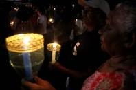 Realizada desde 1966 em homenagem a Nossa Senhora de Fátima, a Procissão das Velas, como é conhecida, percorreu várias ruas após a celebração de missa. Milhares de devotos acompanham a procissão carregando velas durante o percurso. Belem, Para, Brasil. Foto Ney Marcondes 12/05/2015