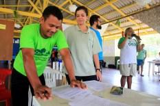 Geová Alves, presidente da ACTB, Junia Karst, representando o Imaflora, e Rubens Gomes da Oela durante o VIII Encontro do Protocolo Comunitário do Bailique. Foto Paulo Santos Set 2016