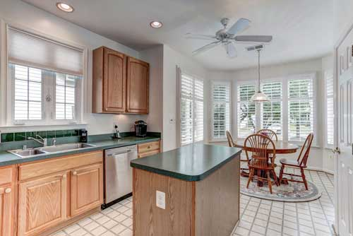 13525 Ryton Ridge Ln, Gainesville, VA - Kitchen