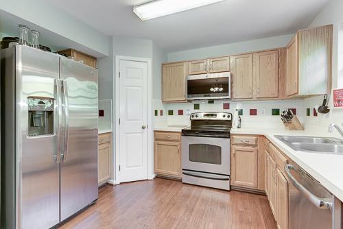 6962 Village Stream Place, Gainesville VA 20155 - Kitchen