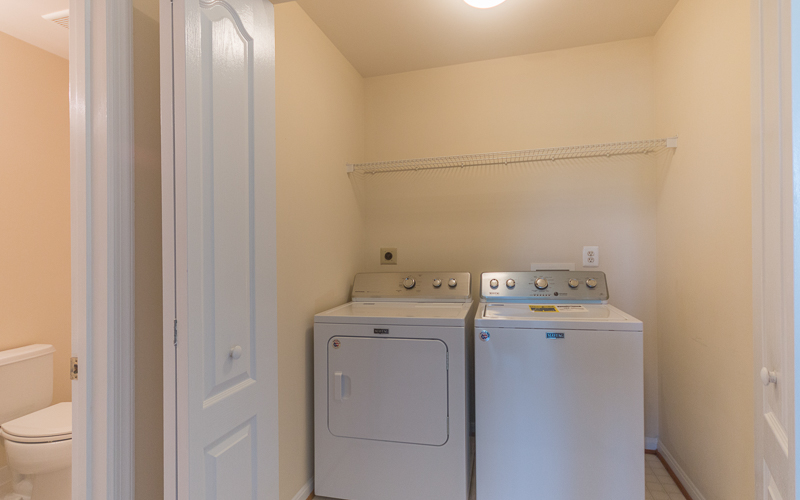 12943 Wood Crescent Circle, Herndon - Laundry