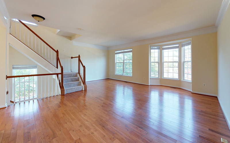 12943 Wood Crescent Circle, Herndon - Living Room
