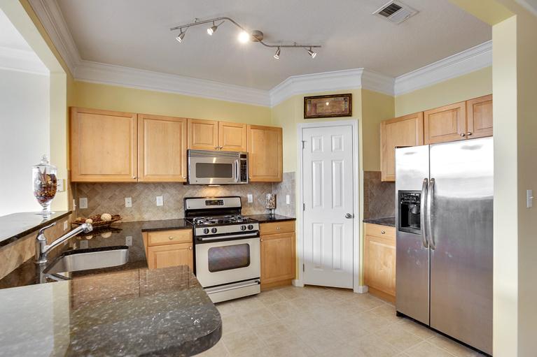 507 Sunset View  Ter. SE #203 Leesburg, VA - Kitchen Area