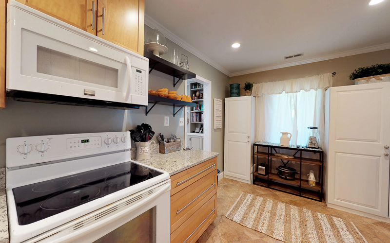 7712 Frances Drive, Alexandria  - Kitchen
