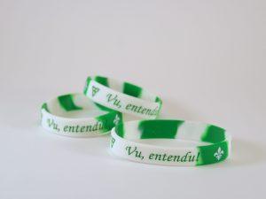 Bracelet vert et blanc, vu entend!
